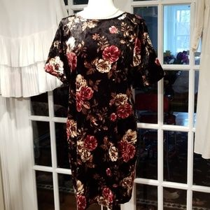 Good Stuff Black Floral Crushed Velvet Shift Dress